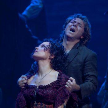 "Elina Garanca as Carmen and Roberto Alagna as Don José in Bizet's ""Carmen.""  Photo: Ken Howard/Metropolitan Opera  Taken at the Metropolitan Opera during the dress rehearsal on December 28, 2009."