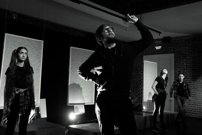 Спектакль «Карина и Дрон» по пьесе Павла Пряжко. Фото: Роман Астахов