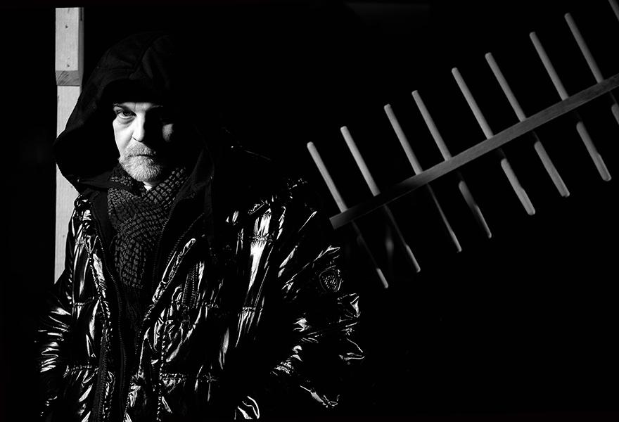 Олег Жюгжда – главный режиссер Гродненского областного театра кукол. Фото: Сергей Курило, из серии «Роли и тени».